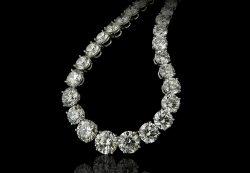 Jewelry_Stones_Brilliant_Black_background_549625_1365x1024